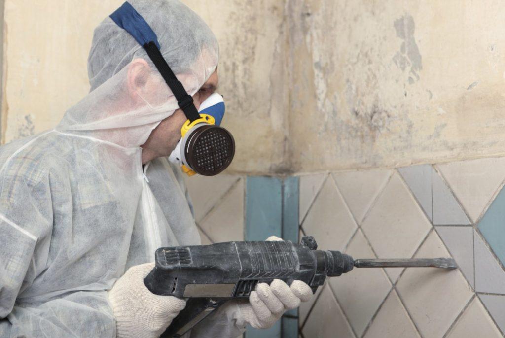 Демонтажные работы по керамограниту в многоквартирном доме