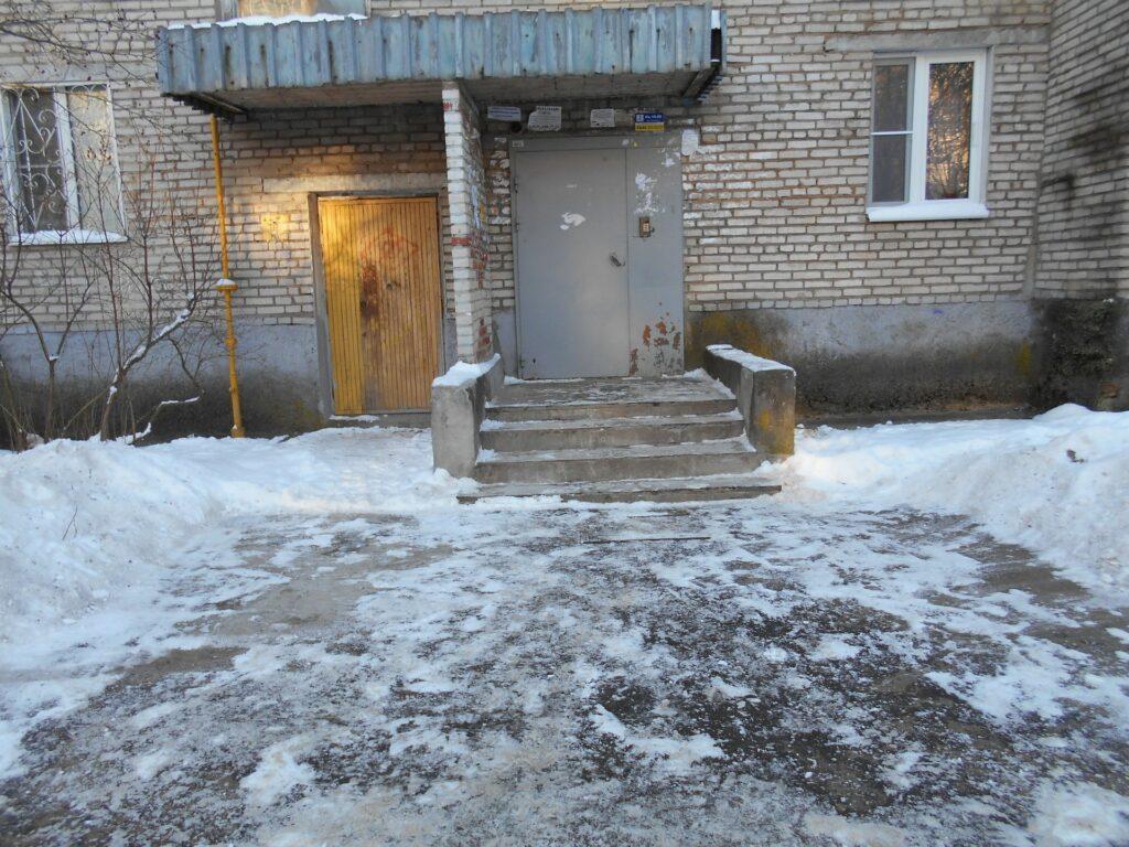 Придомовая территория зимой