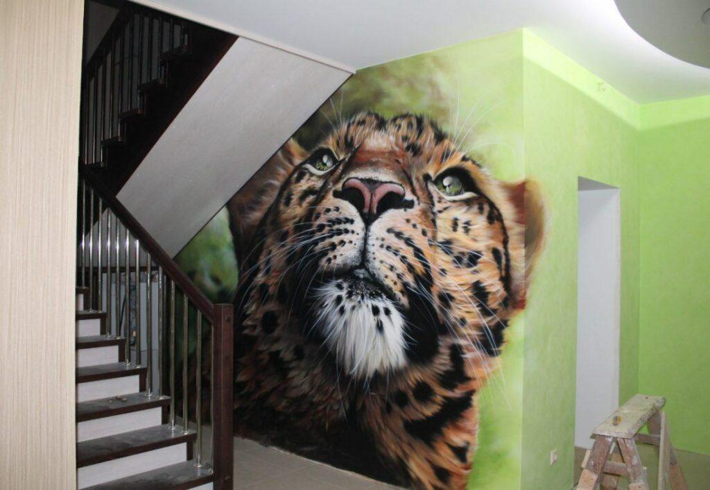 Варианты нанесения рисунков на стены в подъезде