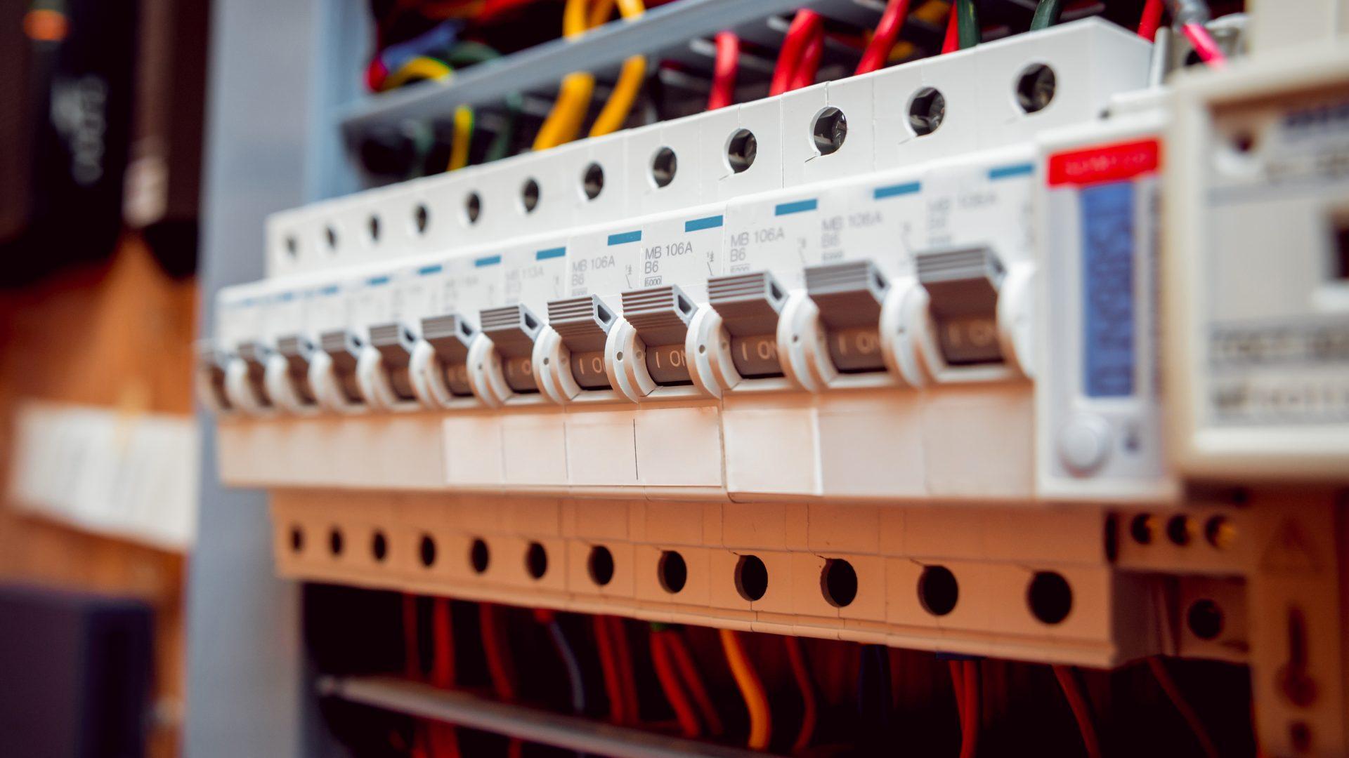 Замена электрических щитов в многоквартирных домах